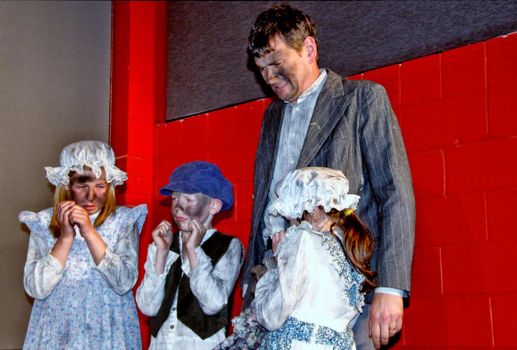 Thomas Arnold (Michael Wallis) and his three children played by Jorja and Nathan McKeown and Gail Wallis after their house burned down